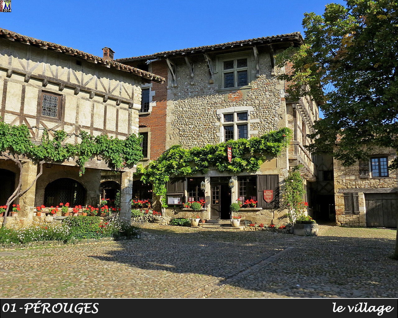 01PEROUGES_village_114.jpg