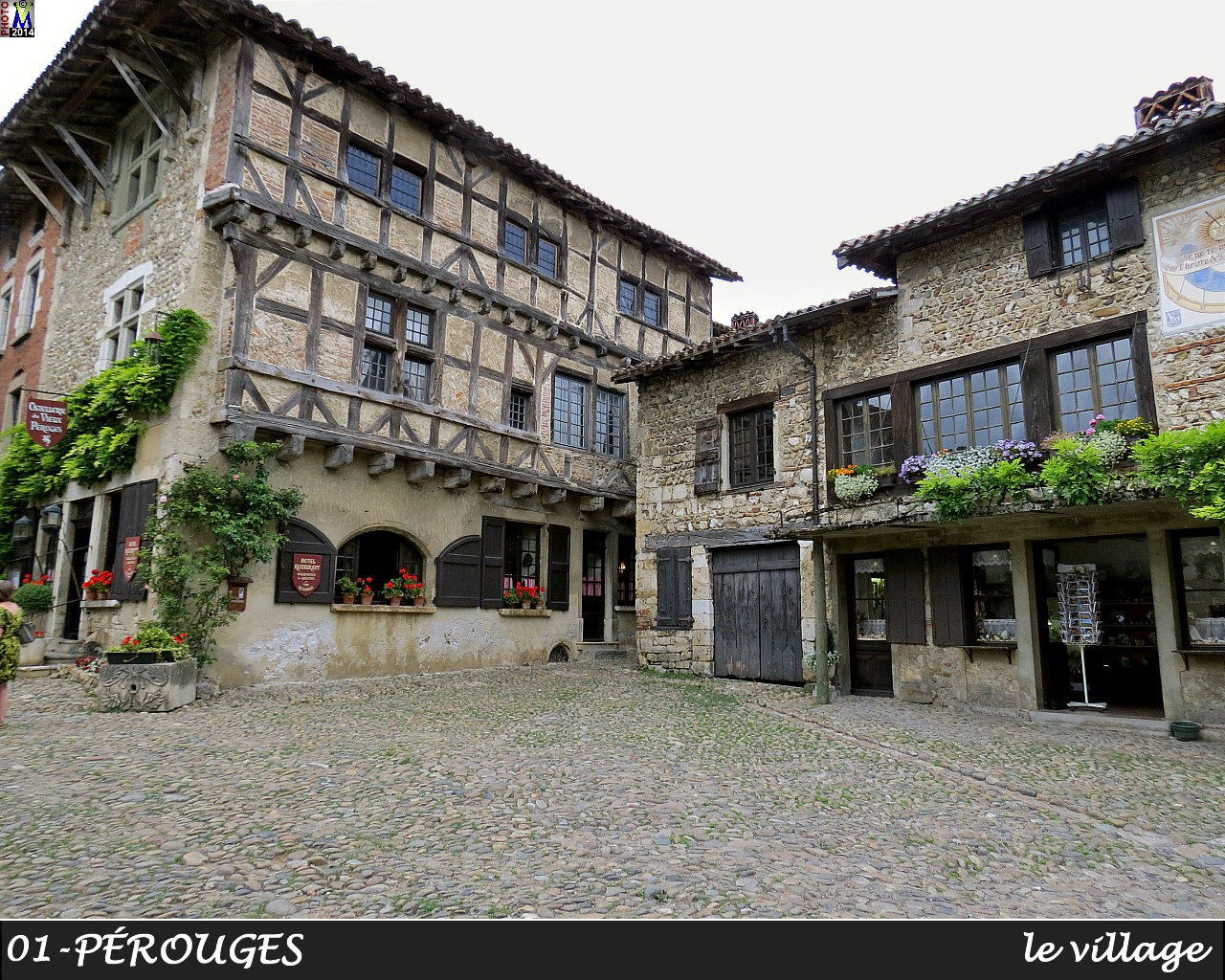 01PEROUGES_village_136.jpg