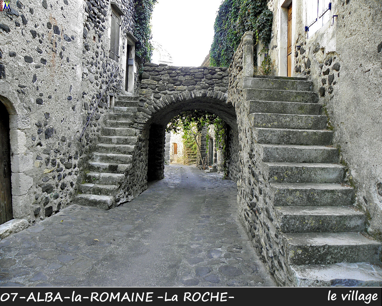 07ALBA-ROMAINEzROCHE_village_100.jpg