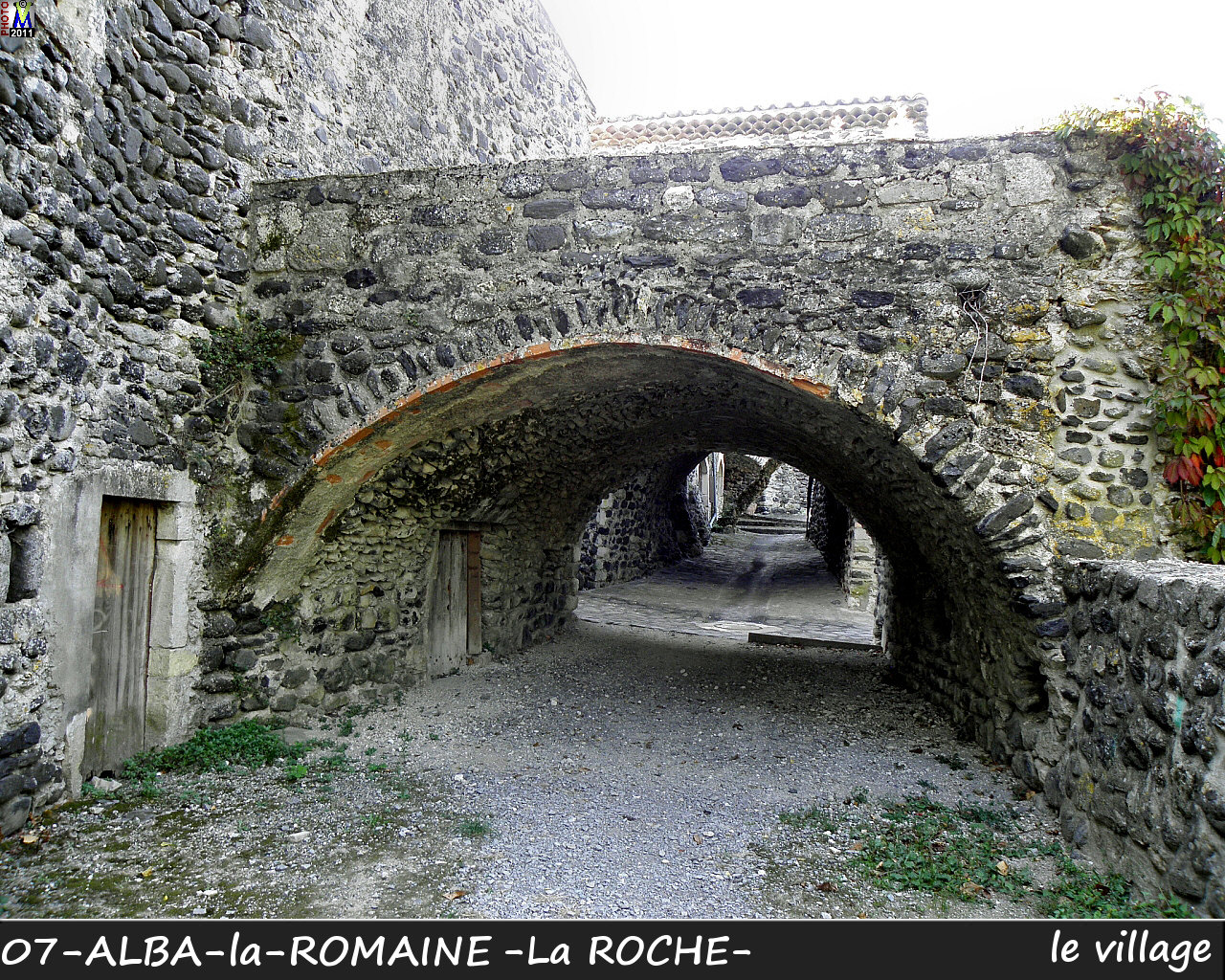 07ALBA-ROMAINEzROCHE_village_118.jpg