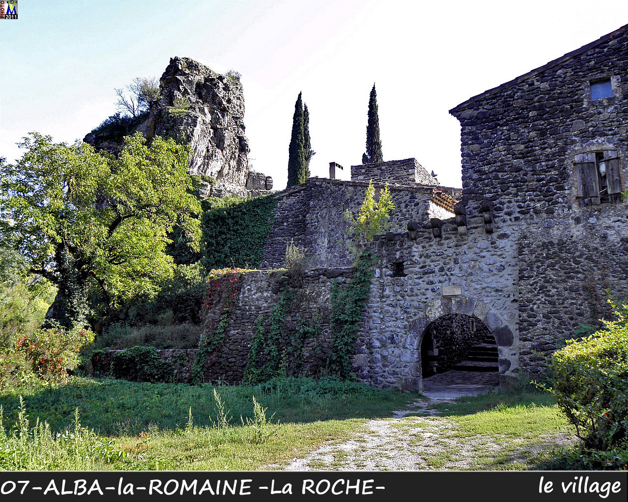 07ALBA-ROMAINEzROCHE_village_120.jpg