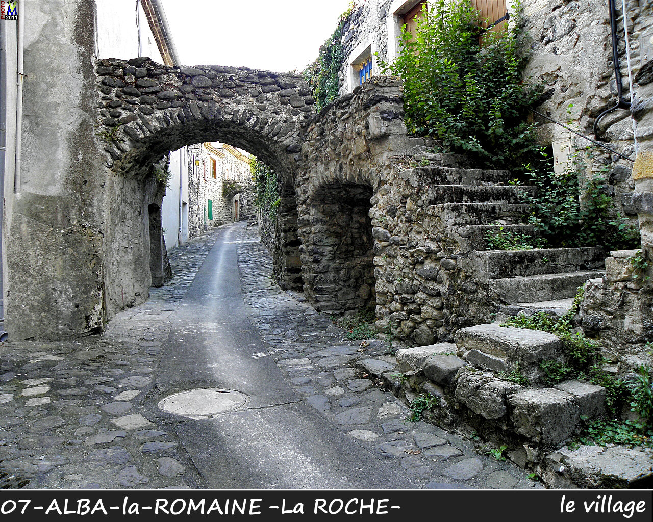 07ALBA-ROMAINEzROCHE_village_142.jpg