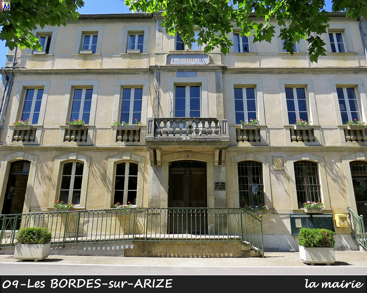 09BORDES-ARIZE_mairie_100.jpg