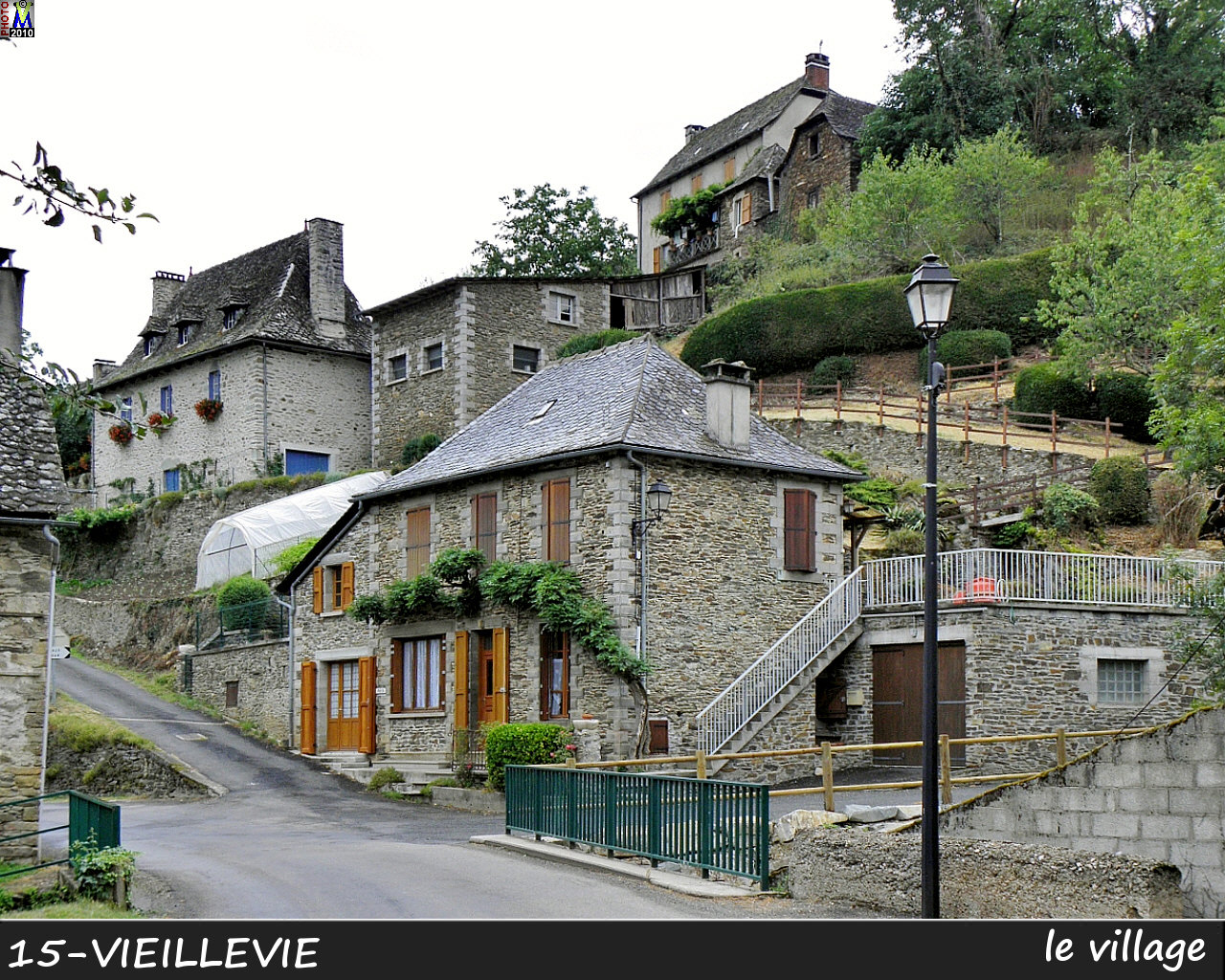 15VIEILLEVIE_village_100.jpg