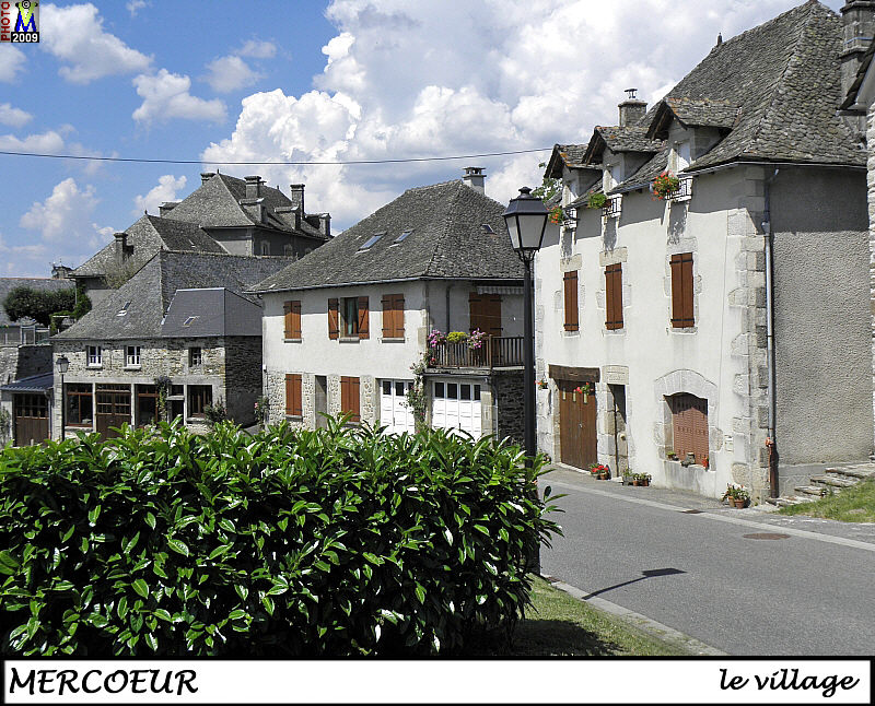 19MERCOEUR_village_100.jpg