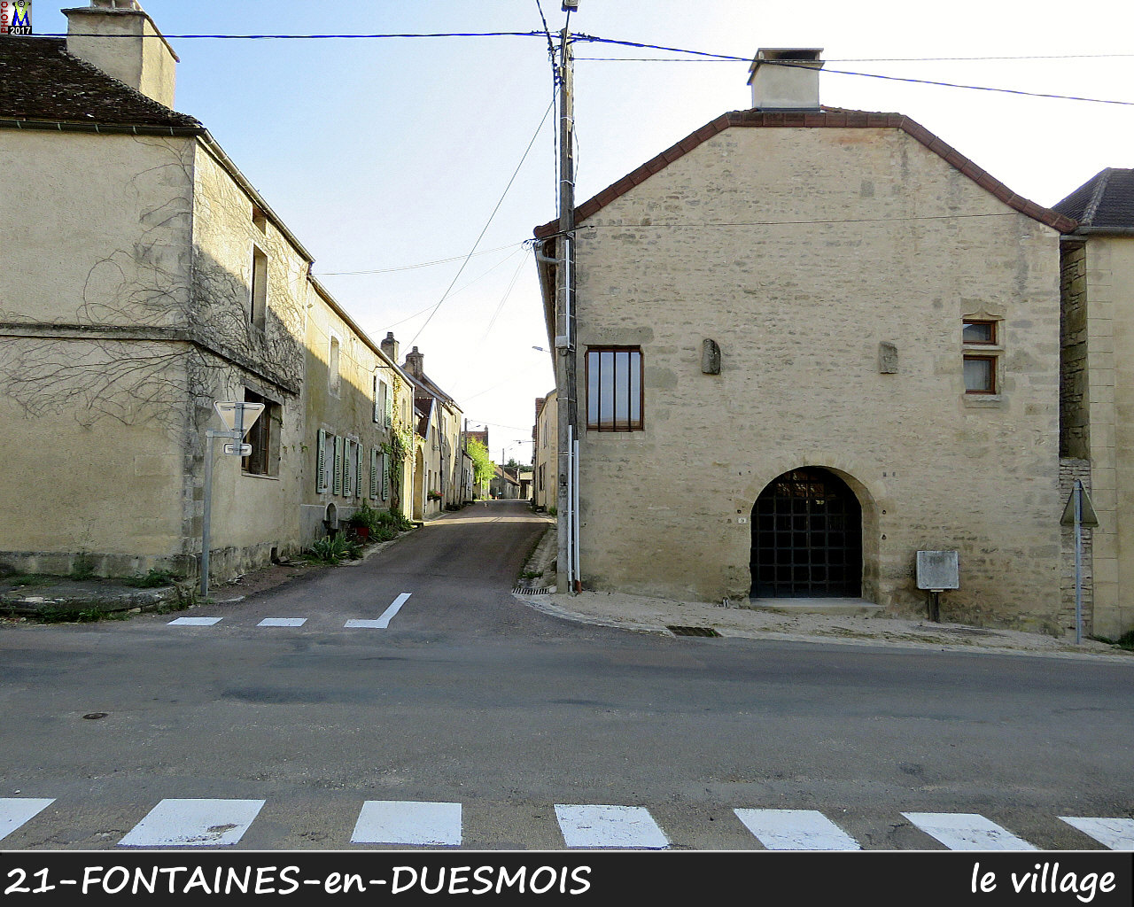 21FONTAINES-DUESMOIS_village_100.jpg