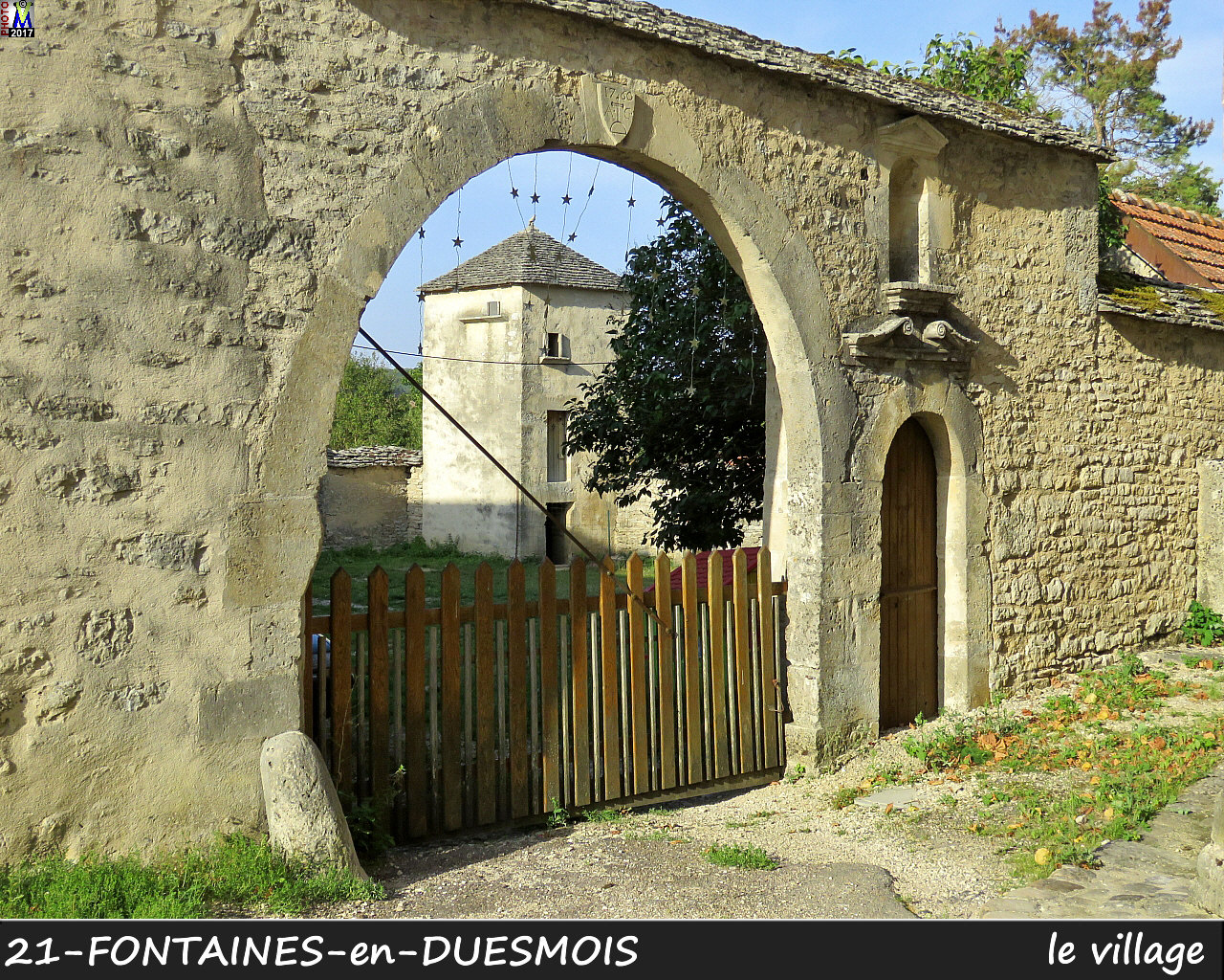 21FONTAINES-DUESMOIS_village_102.jpg