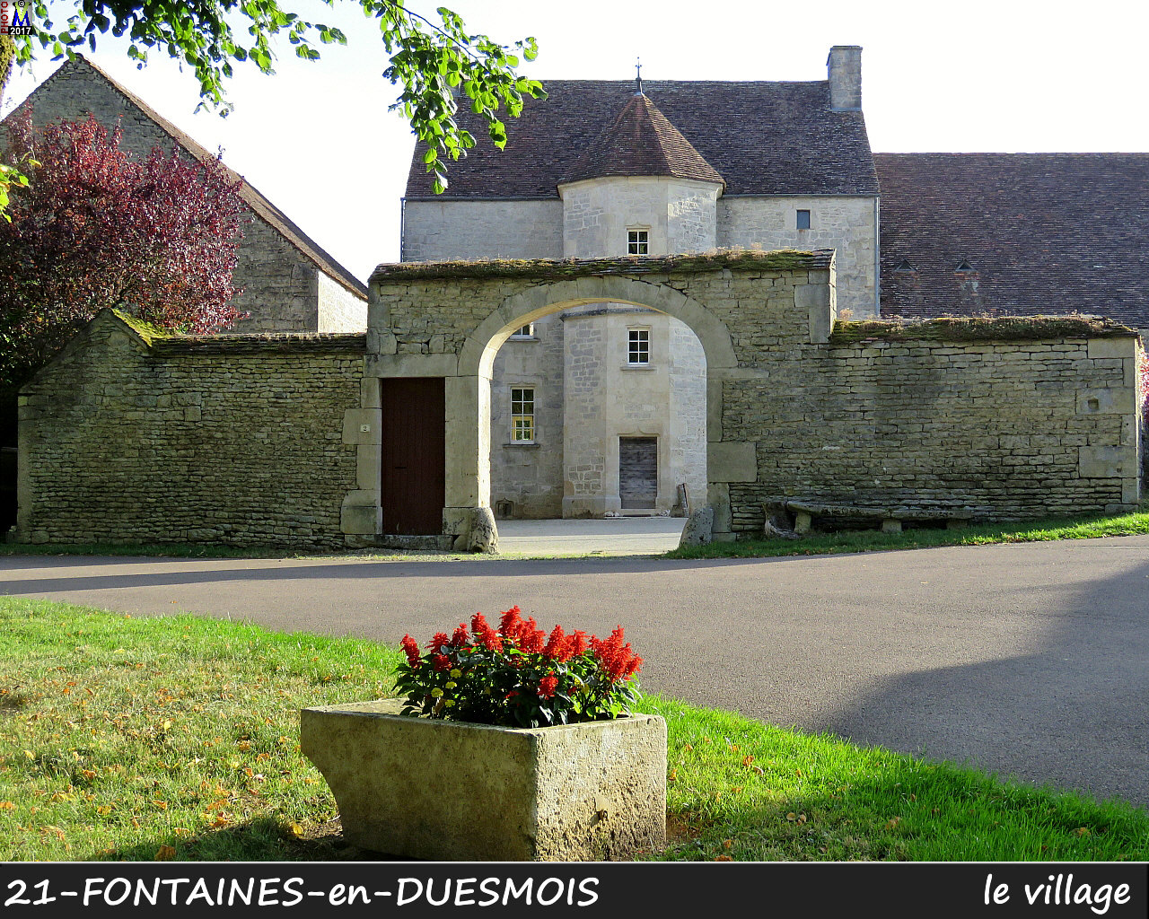 21FONTAINES-DUESMOIS_village_106.jpg