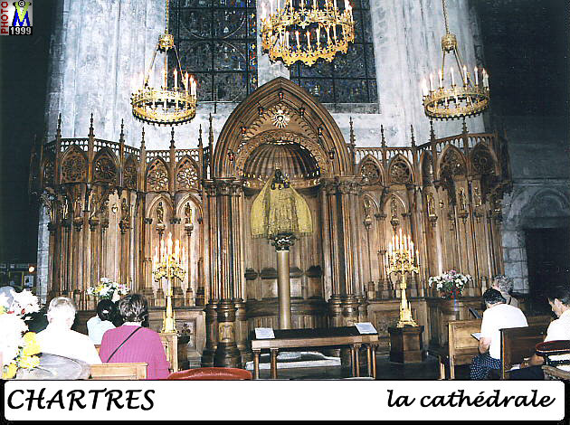 28CHARTRES CATHEDRALE 220.jpg