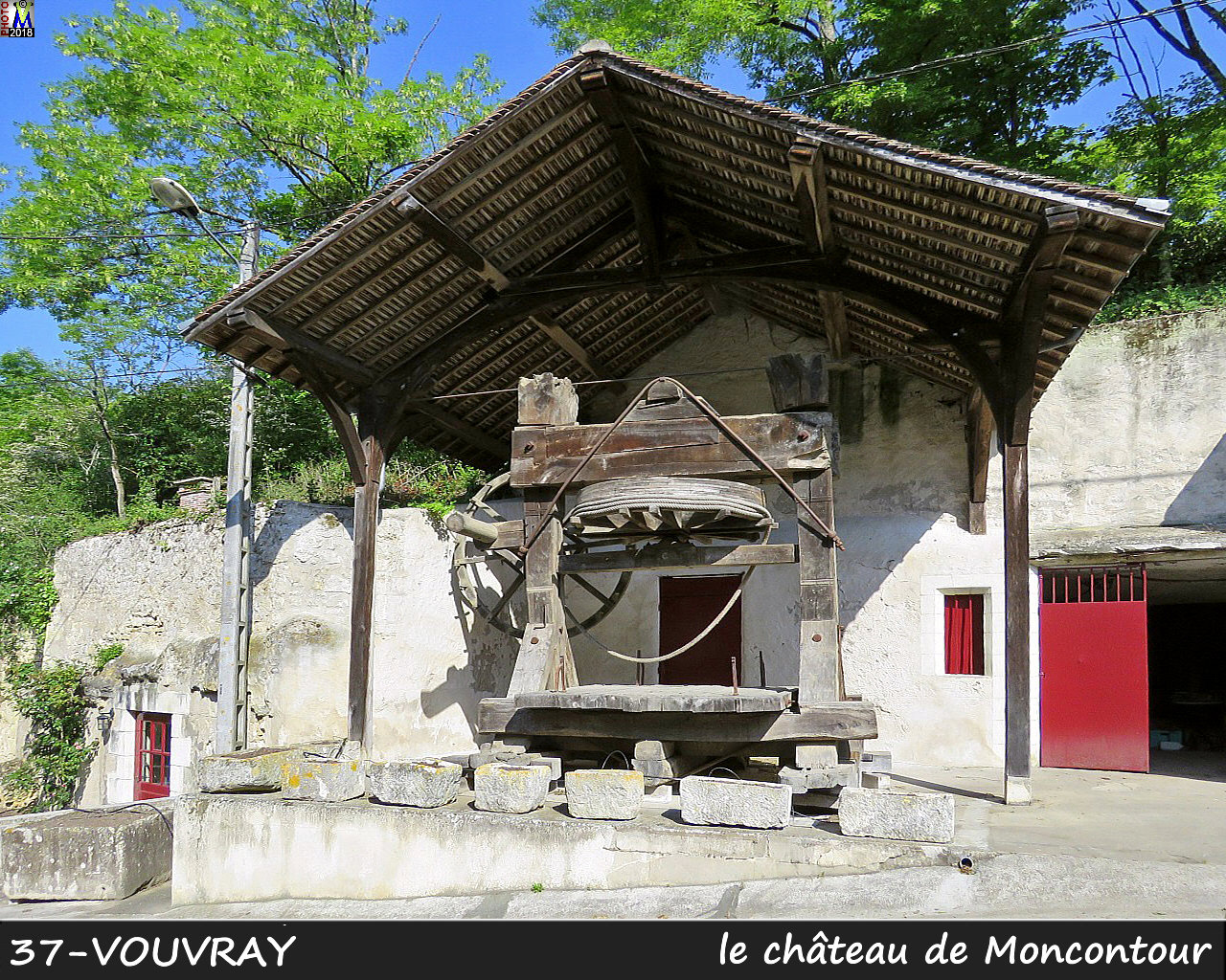 37VOUVRAY_chateau_1010.jpg