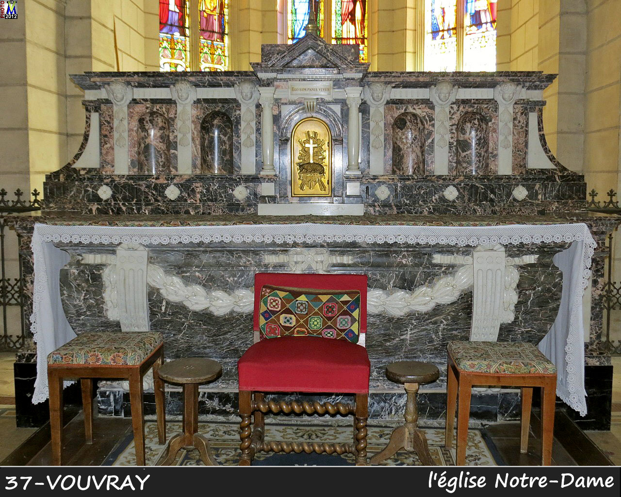 37VOUVRAY_eglise_210.jpg