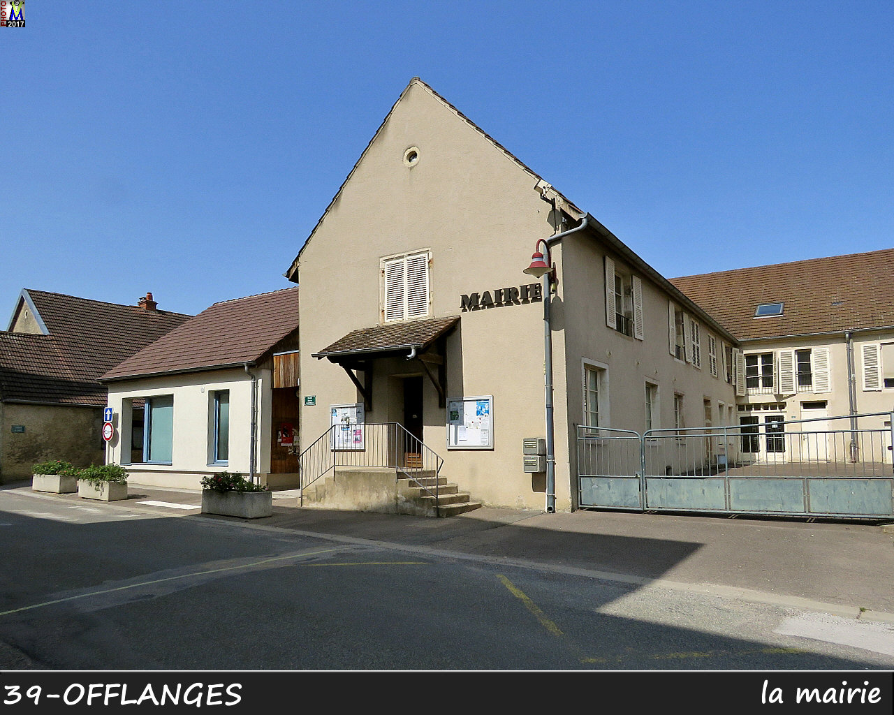 39OFFLANGES_mairie_100.jpg