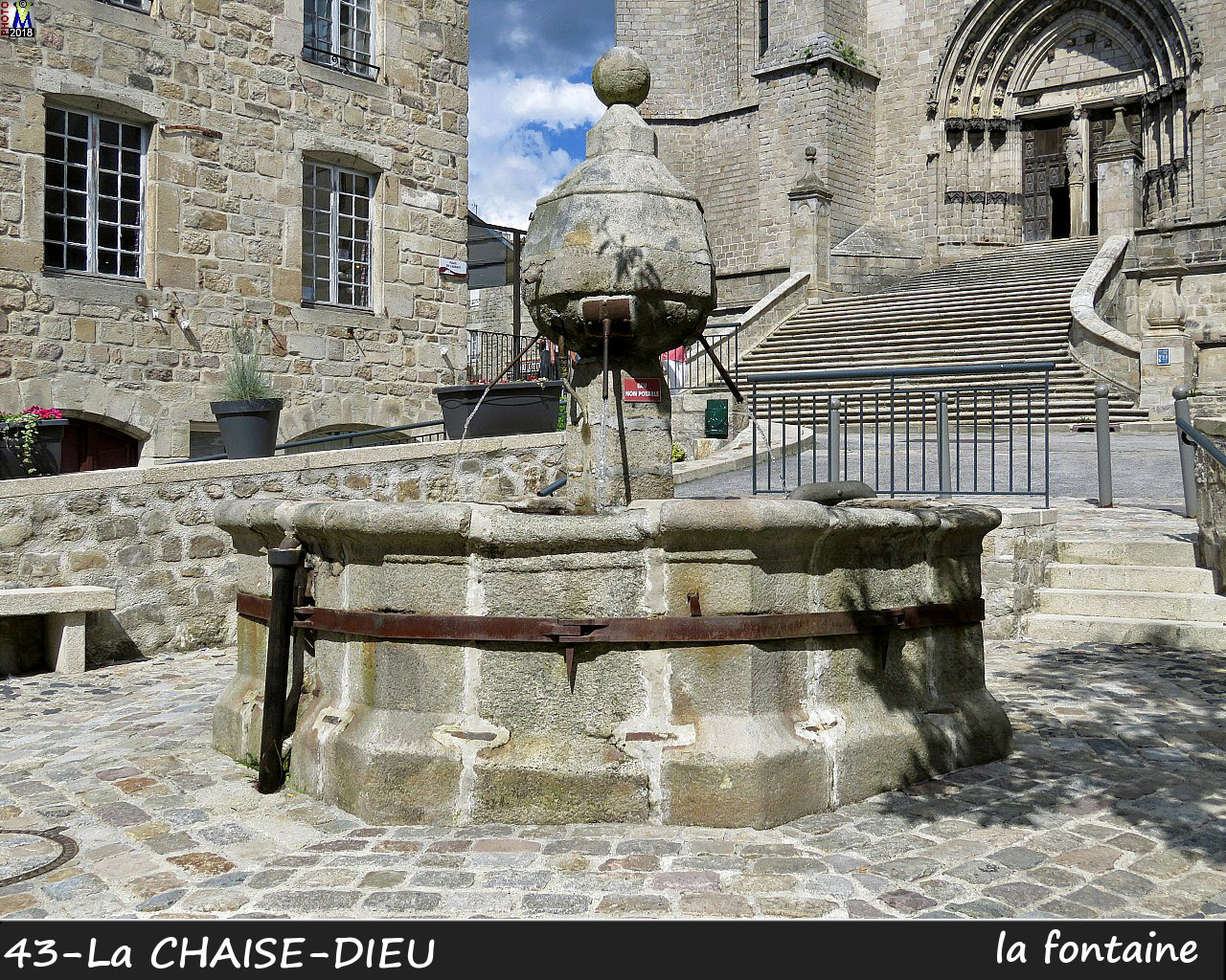 43CHAISE-DIEU_fontaine_100.jpg