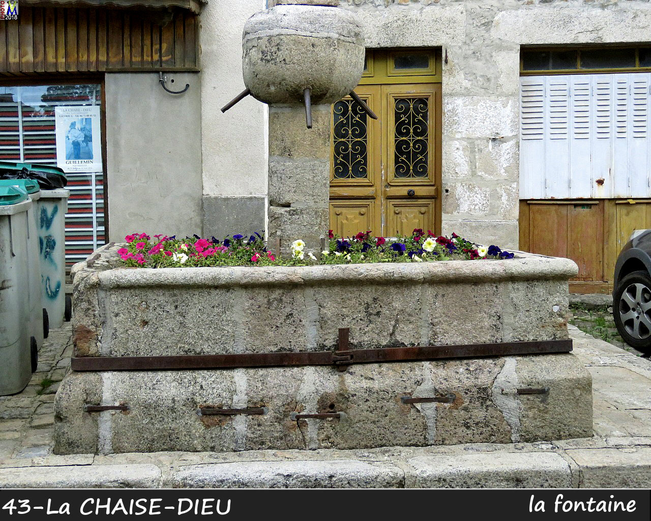 43CHAISE-DIEU_fontaine_110.jpg