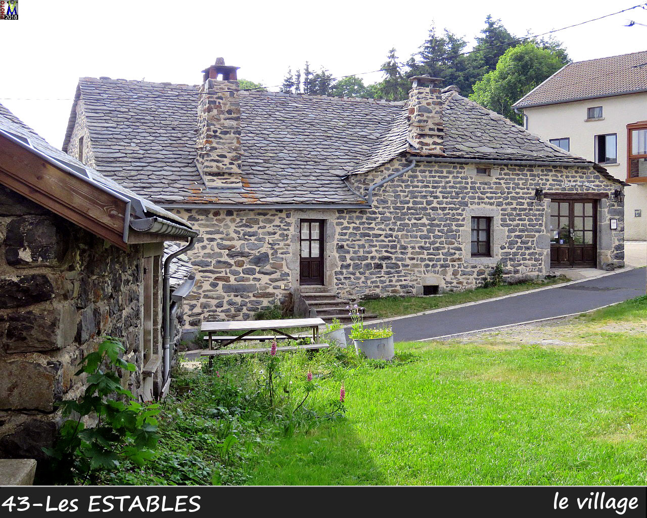 43LesESTABLES_village_102.jpg