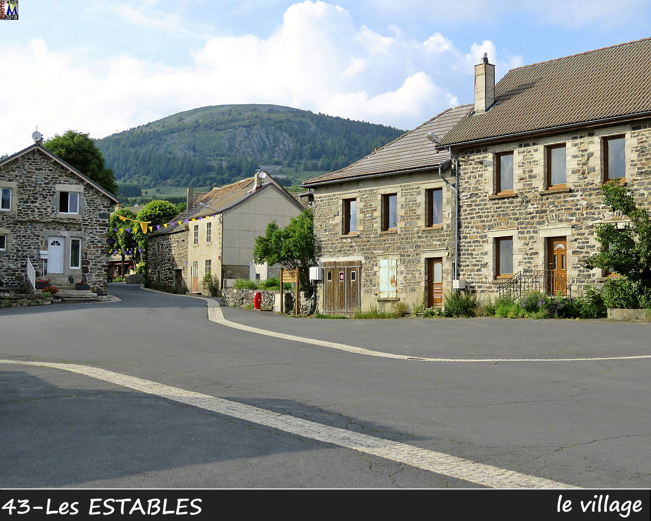 43LesESTABLES_village_114.jpg