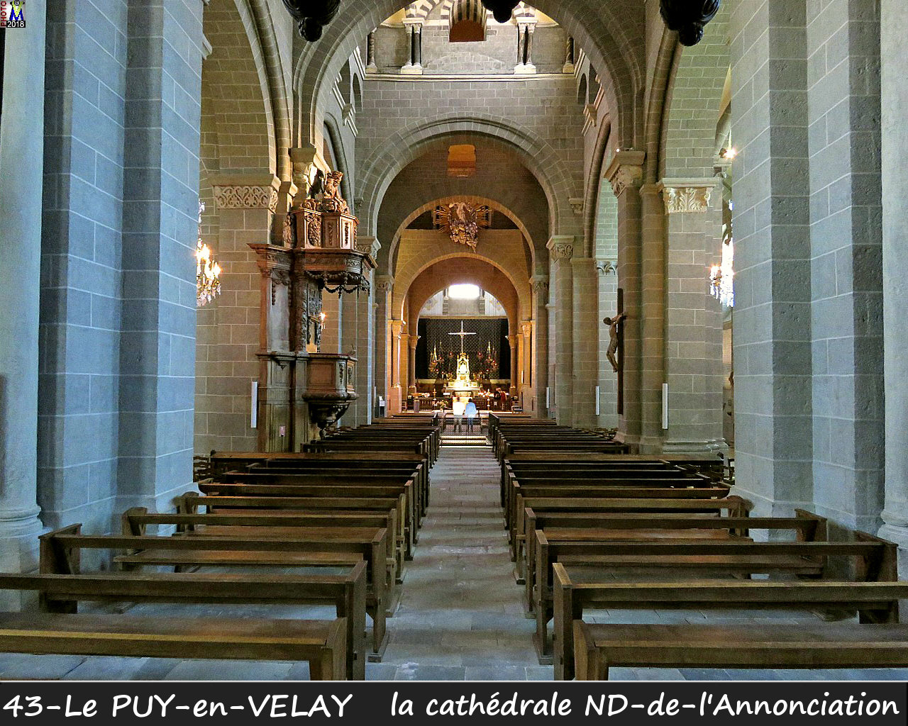 43PUY-EN-VELAY_cathedrale_200.jpg