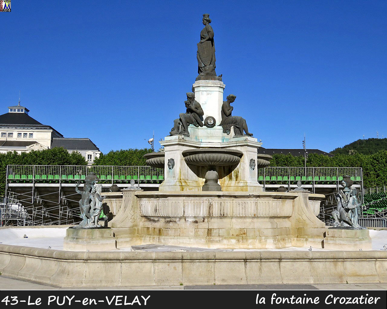 43PUY-EN-VELAY_fontaine_102.jpg