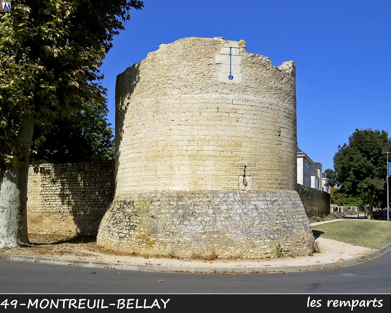 49MONTREUIL-BELLAY_remparts_1010.jpg