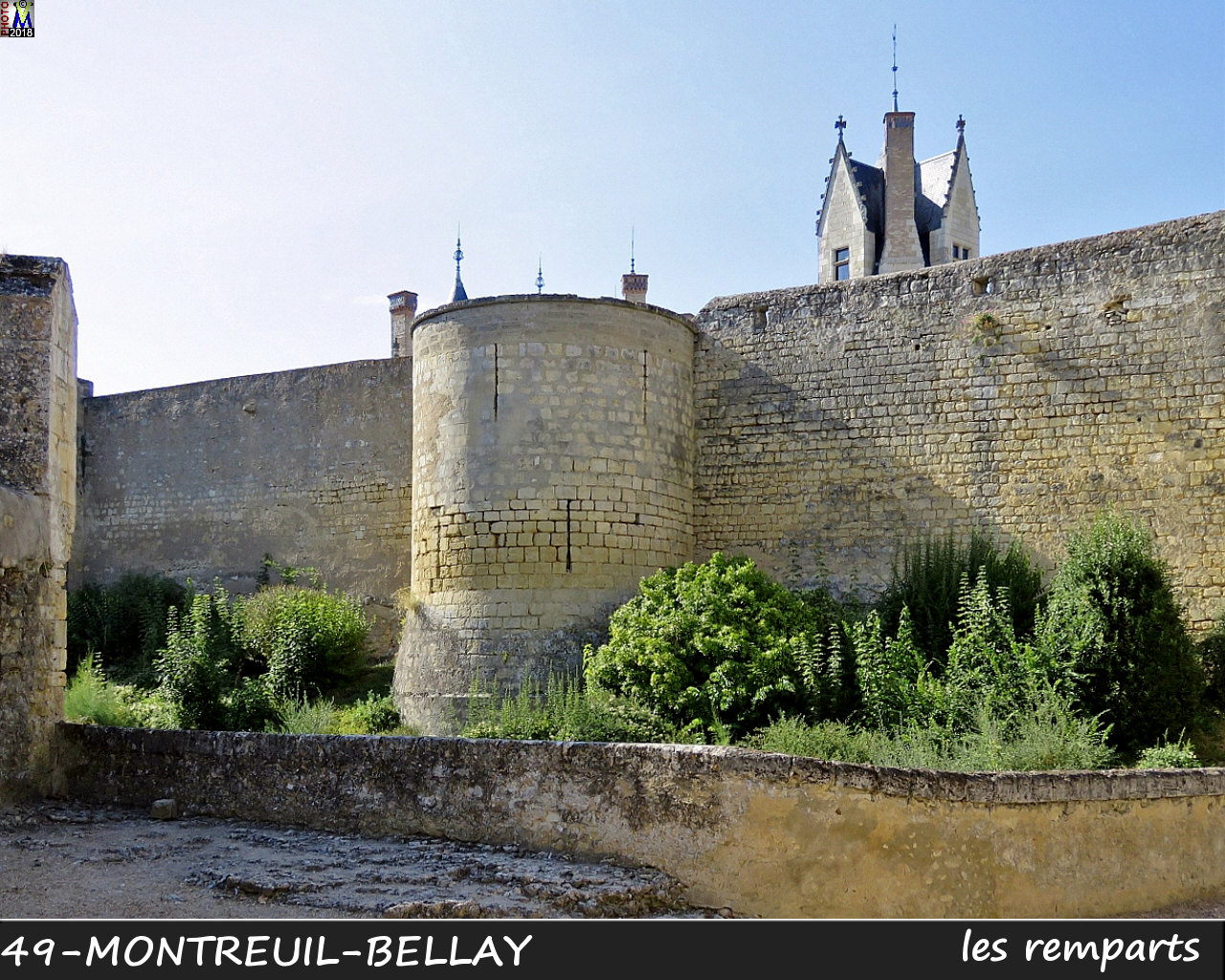 49MONTREUIL-BELLAY_remparts_1020.jpg