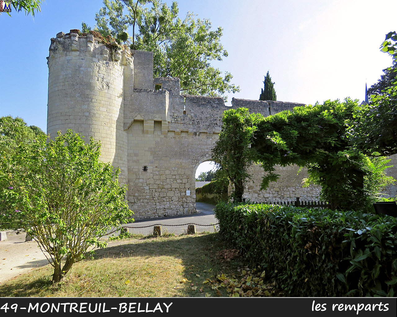 49MONTREUIL-BELLAY_remparts_1026.jpg