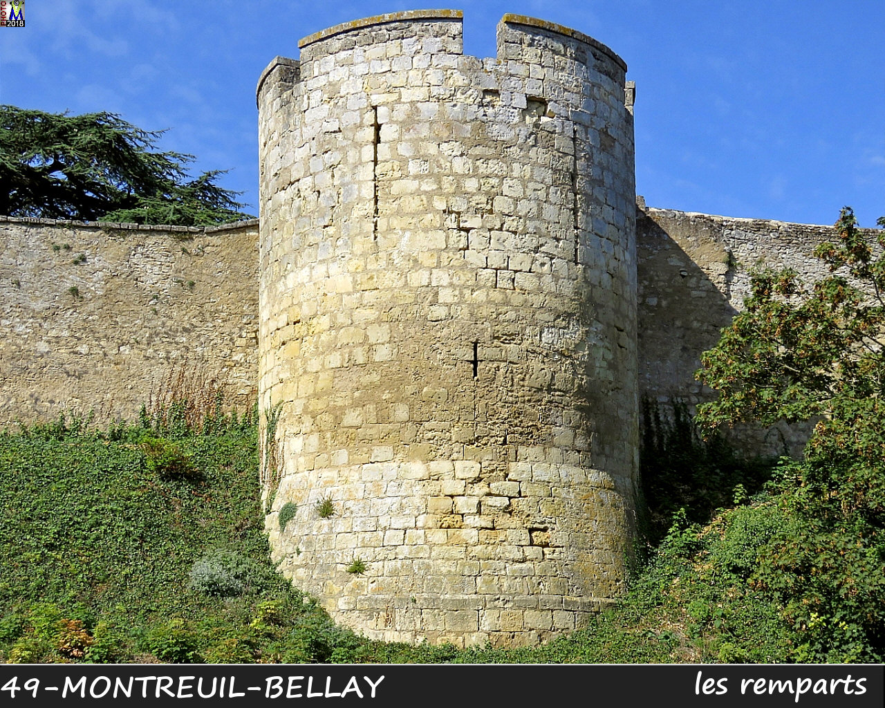 49MONTREUIL-BELLAY_remparts_1030.jpg