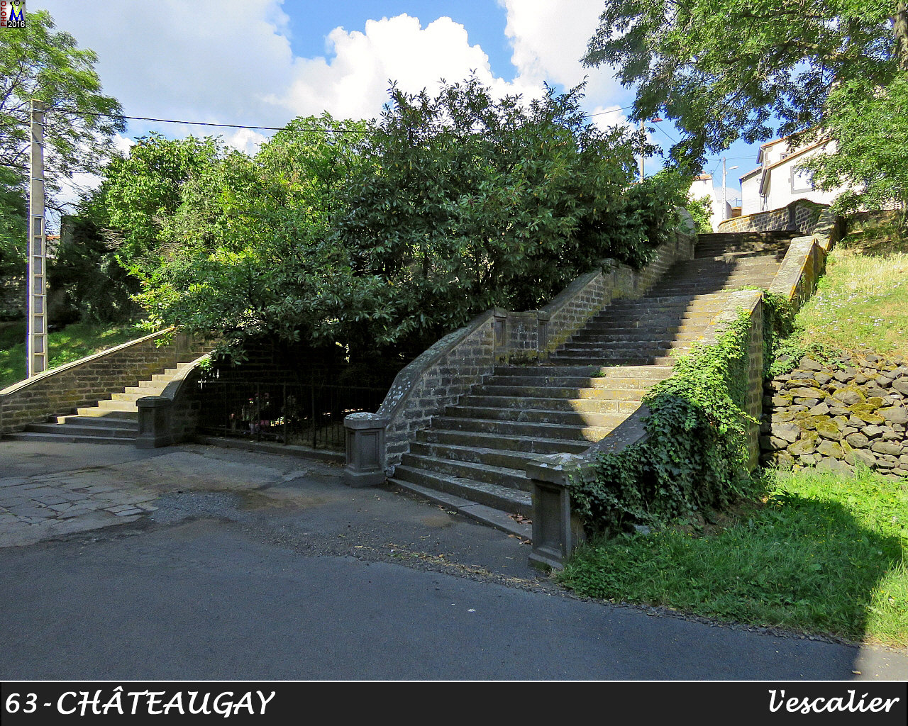 63CHATEAUGAY_escalier_100.jpg