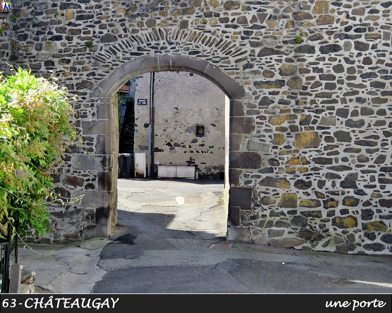 63CHATEAUGAY_porte_106.jpg