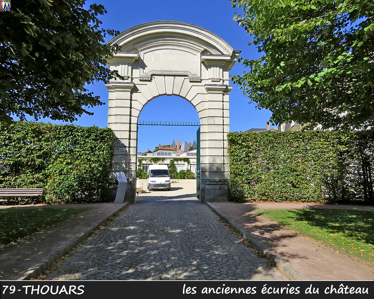 79THOUARS_chateau_1400.jpg