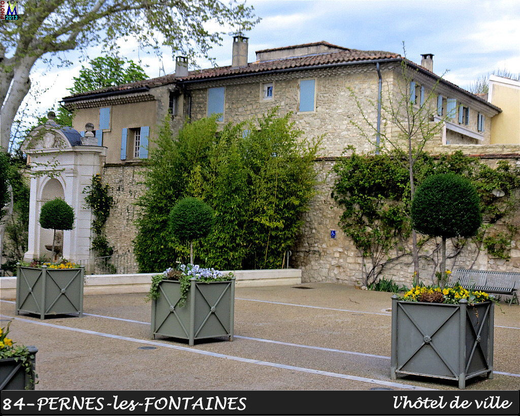 84PERNES-FONTAINES_mairie_102.jpg
