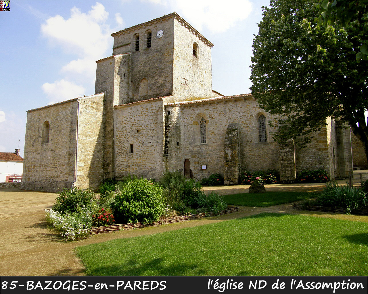 85BAZOGES-PAREDS_eglise_100.jpg