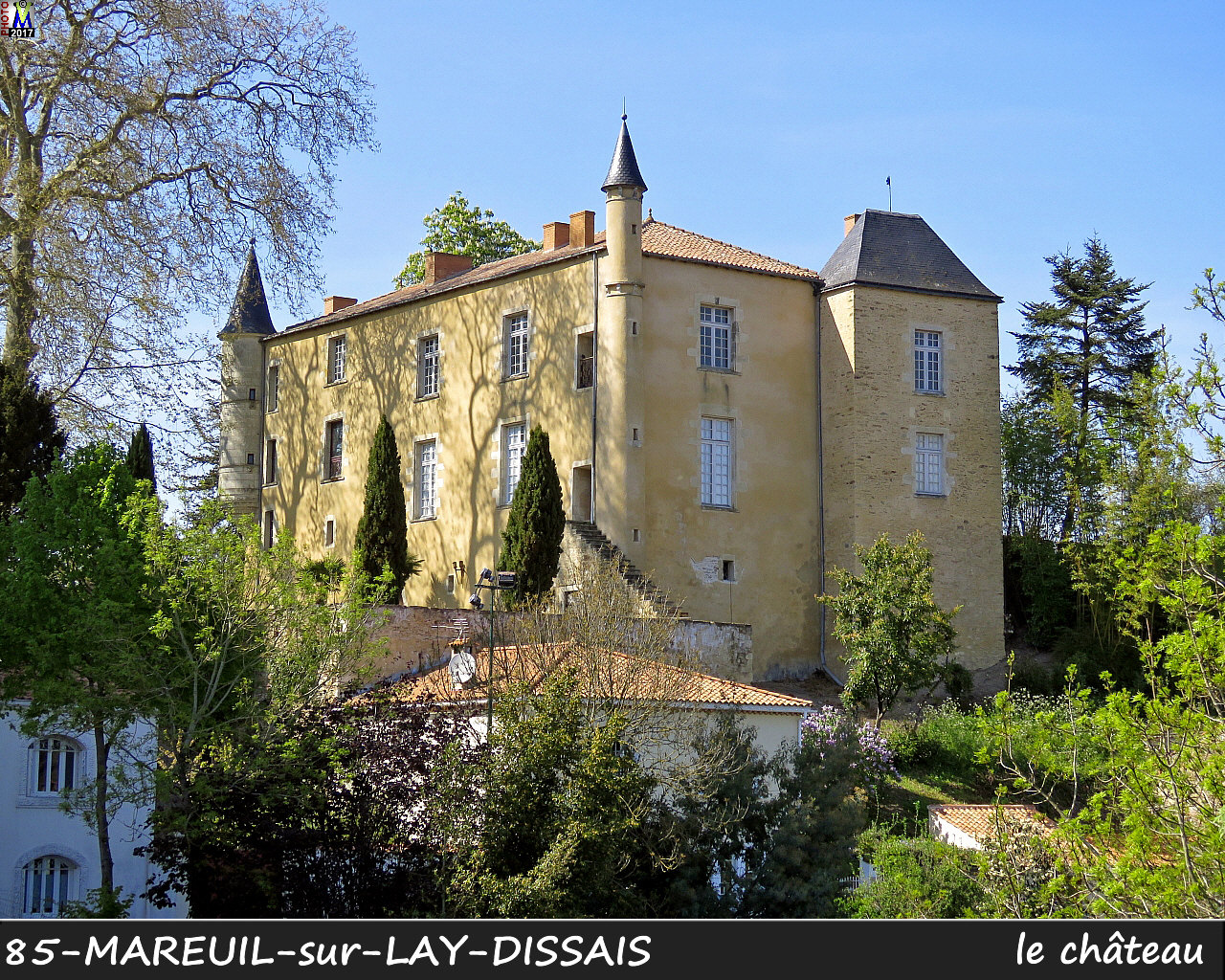 85MAREUIL-LAY_chateau_1000.jpg