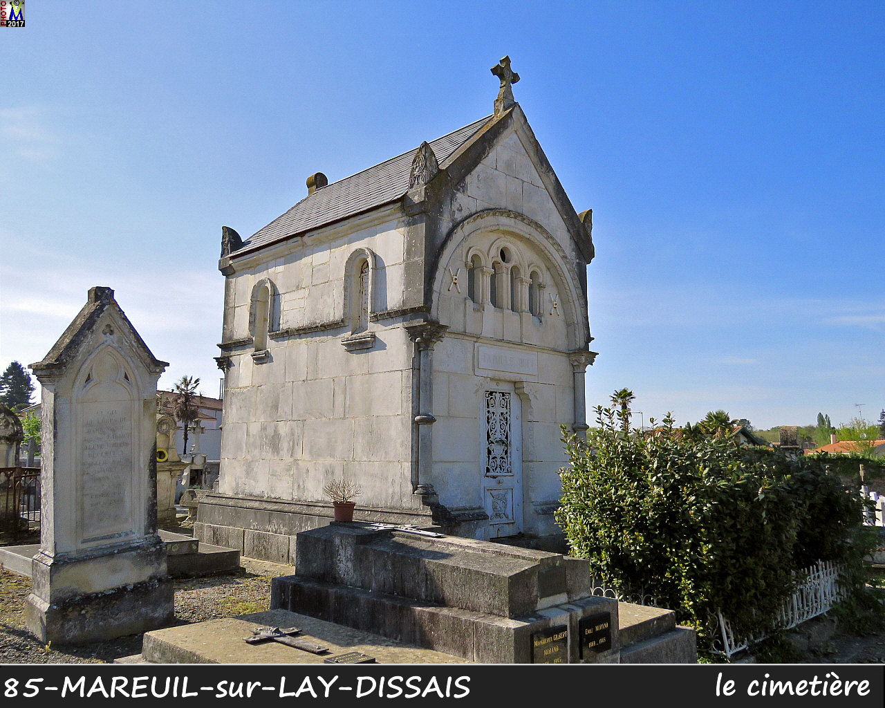 85MAREUIL-LAY_cimetiere_1010.jpg