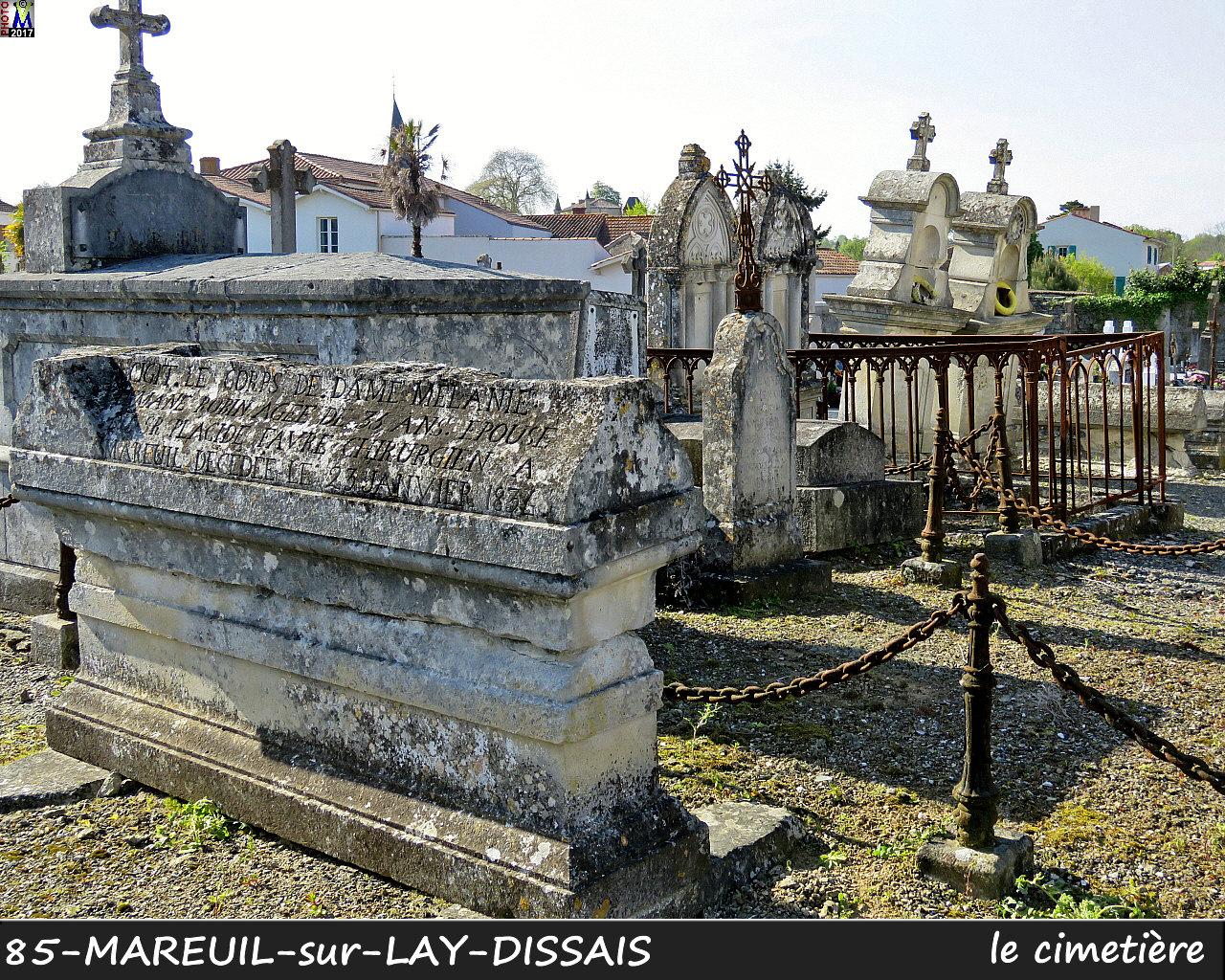 85MAREUIL-LAY_cimetiere_1012.jpg