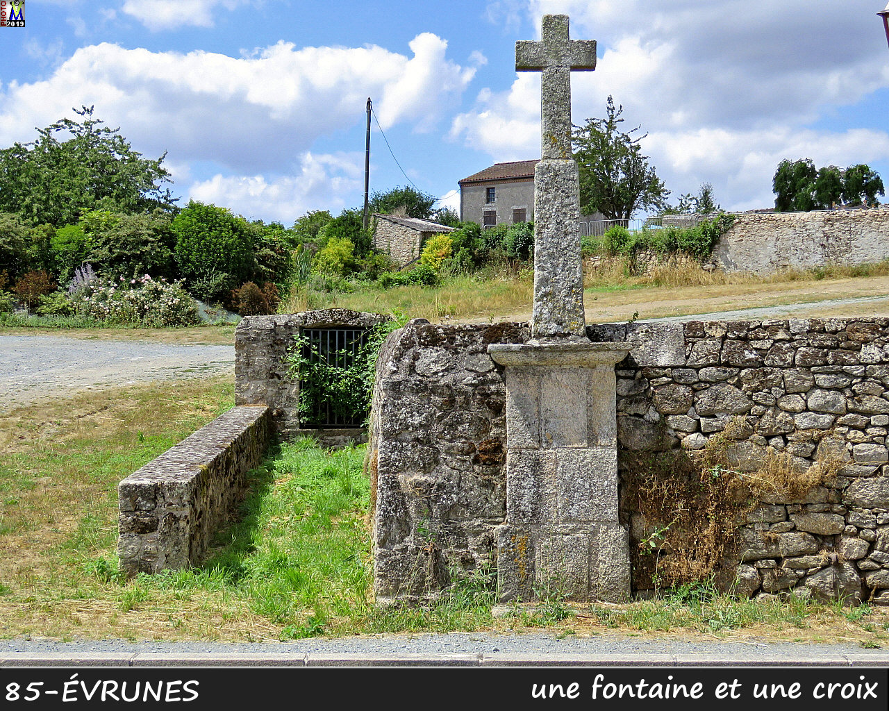 85MORTAGNE-EVRUNES_fontaine_100.jpg