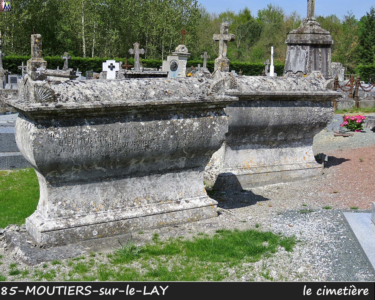 85MOUTIERS-LAY_cimetiere_1012.jpg