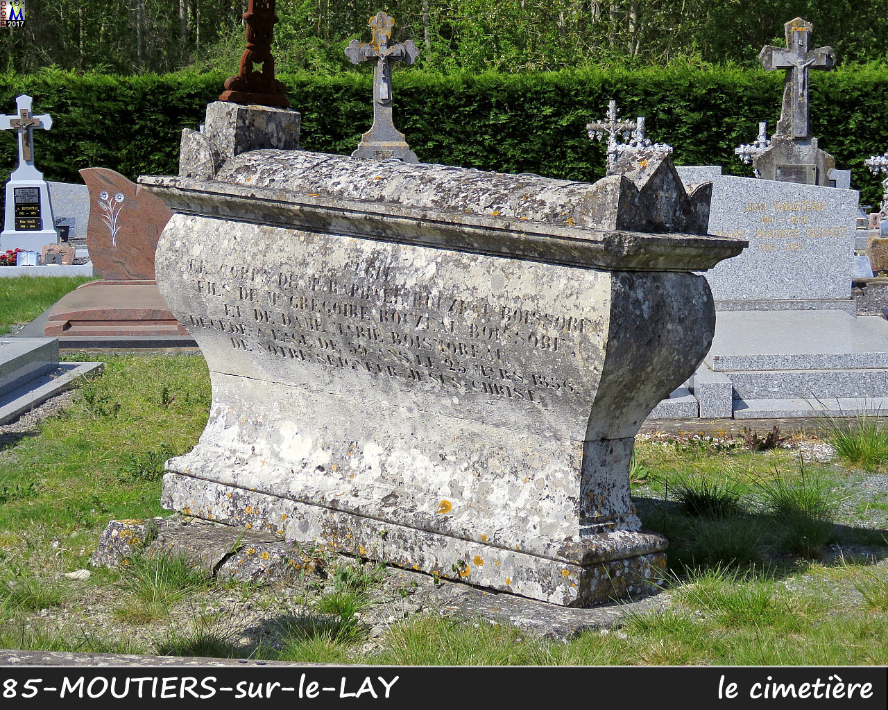 85MOUTIERS-LAY_cimetiere_1018.jpg