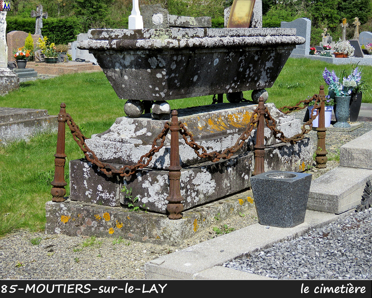 85MOUTIERS-LAY_cimetiere_1020.jpg
