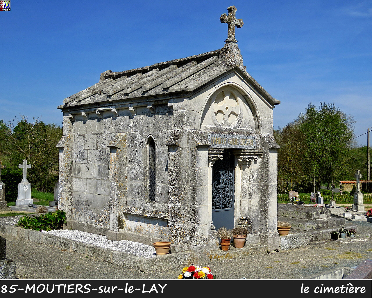 85MOUTIERS-LAY_cimetiere_1022.jpg