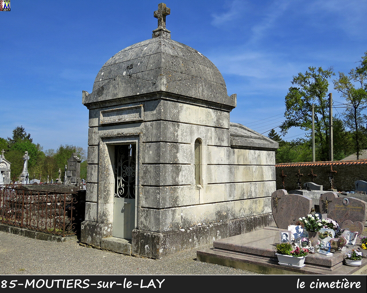85MOUTIERS-LAY_cimetiere_1024.jpg
