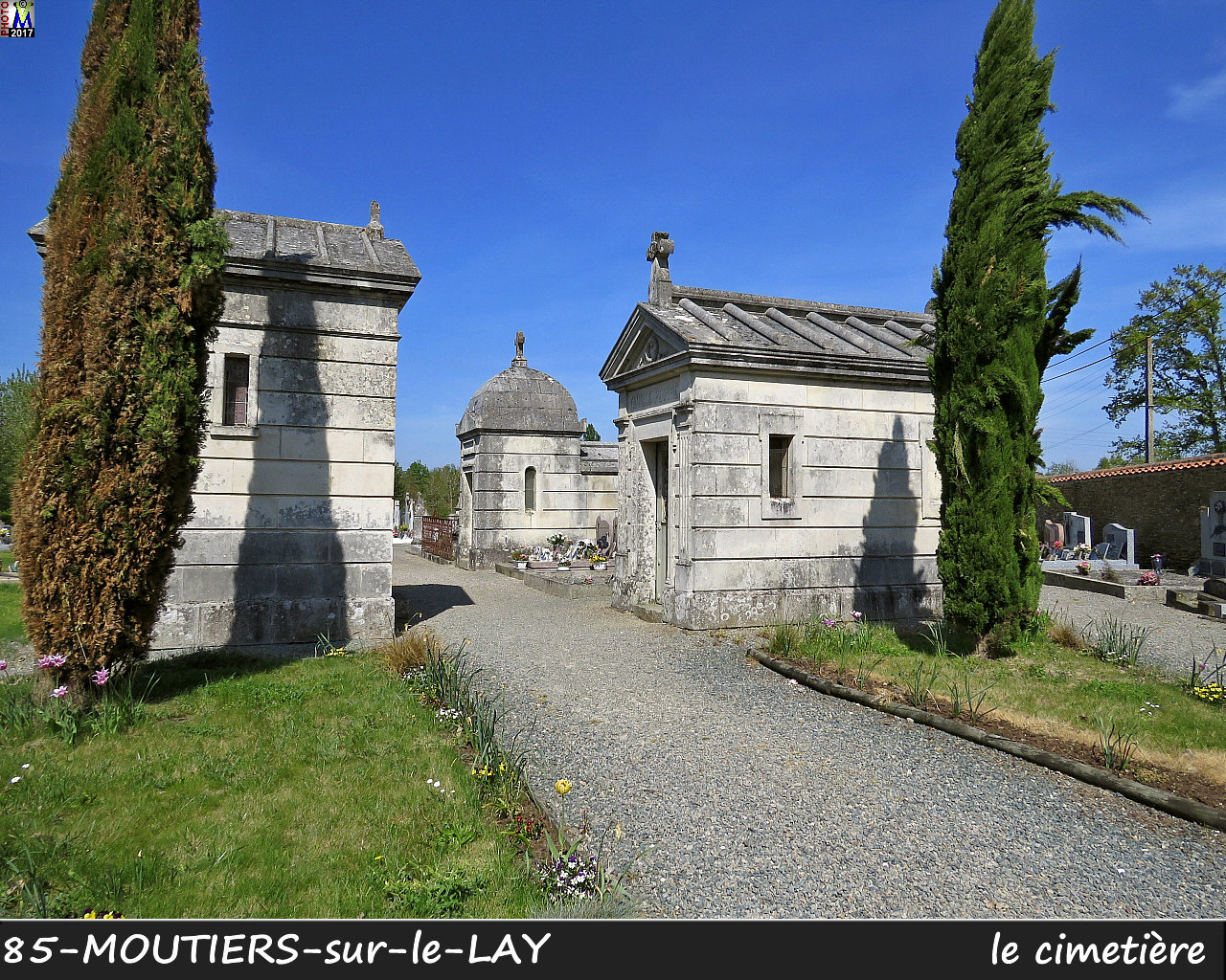 85MOUTIERS-LAY_cimetiere_1026.jpg