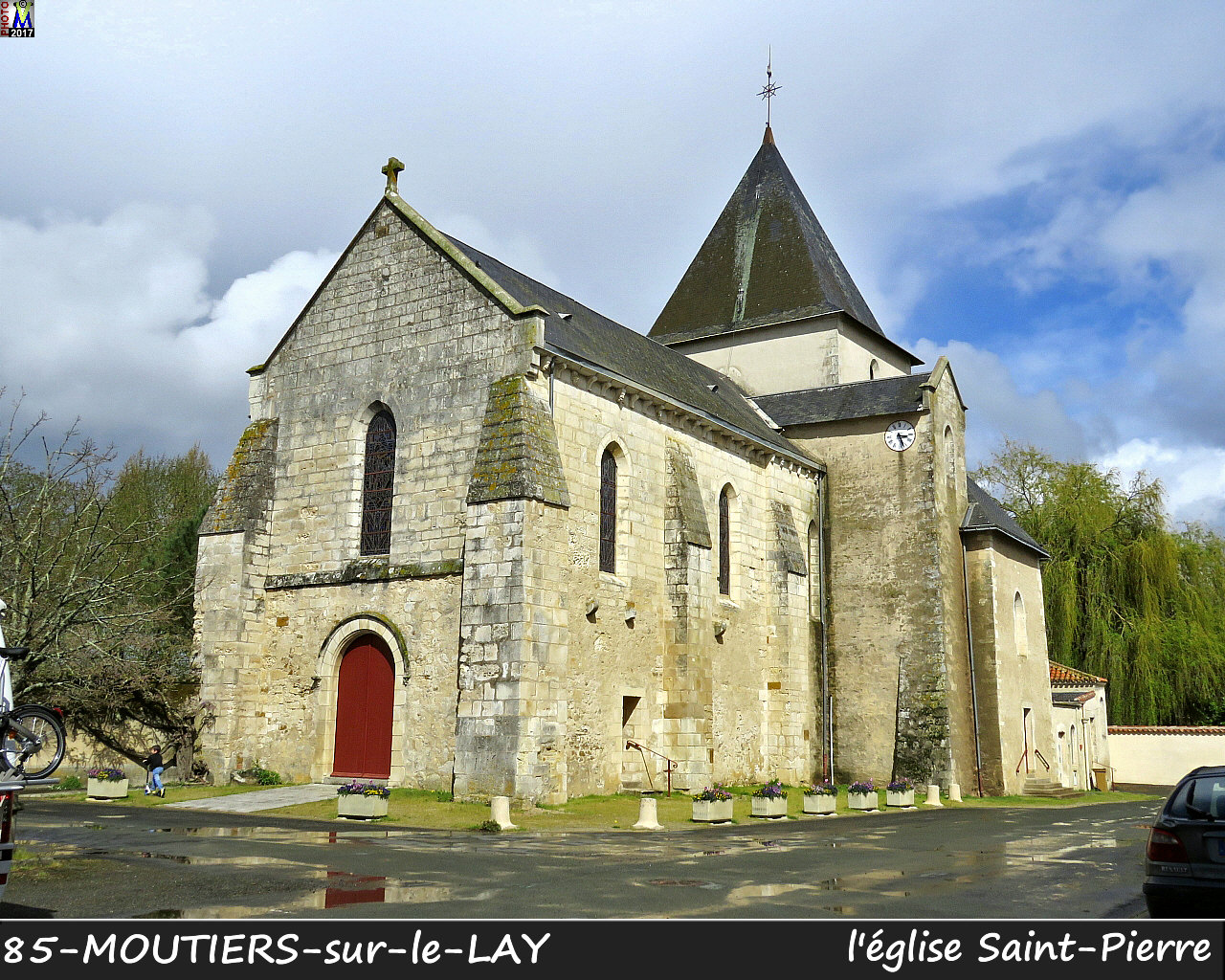 85MOUTIERS-LAY_eglise_1000.jpg