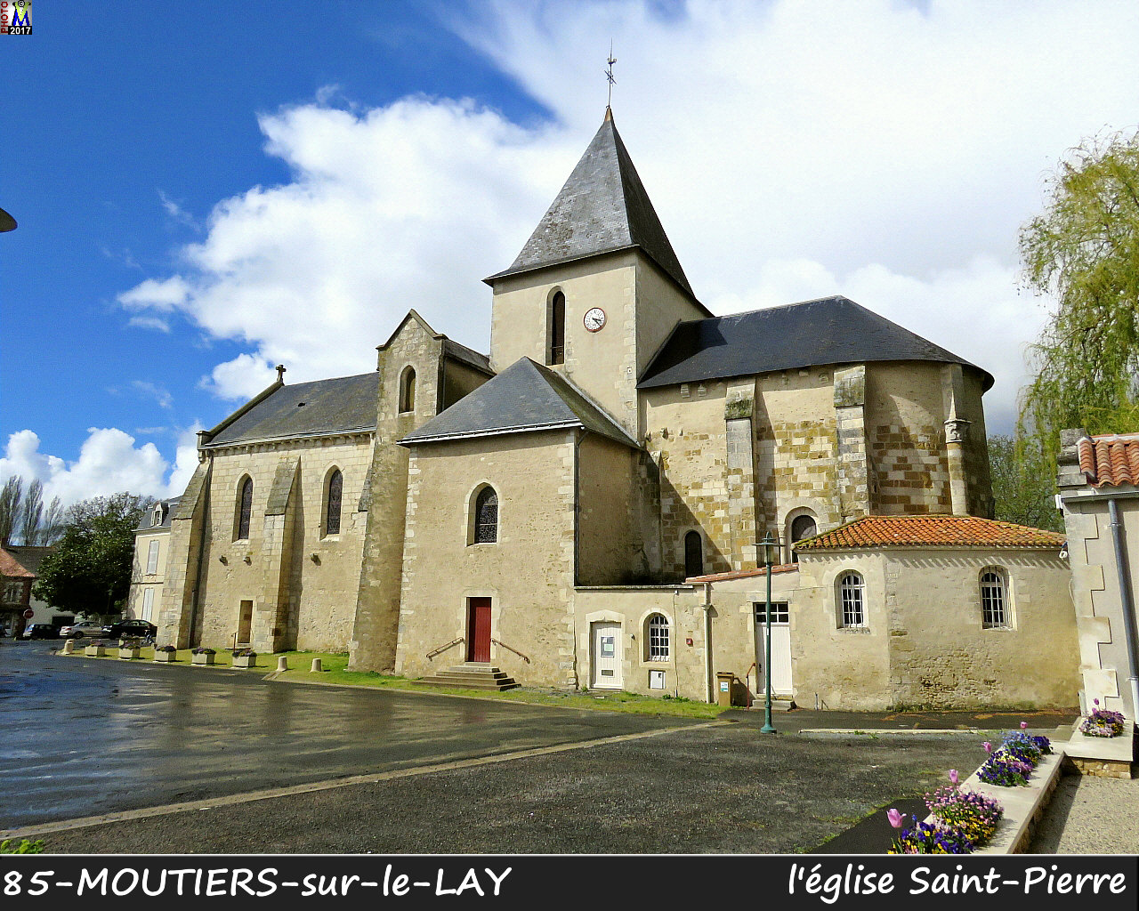 85MOUTIERS-LAY_eglise_1002.jpg