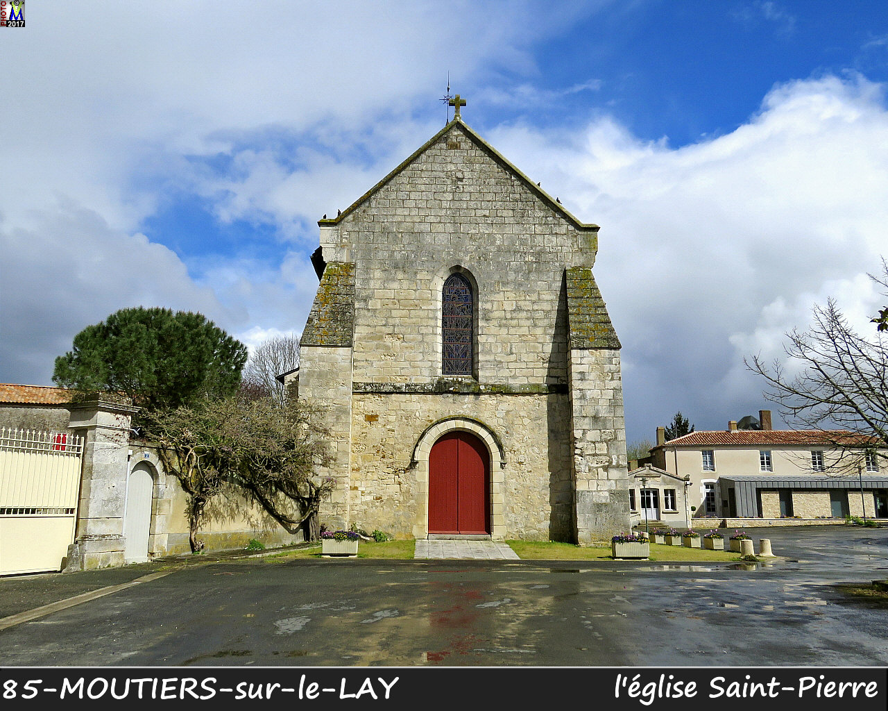 85MOUTIERS-LAY_eglise_1004.jpg