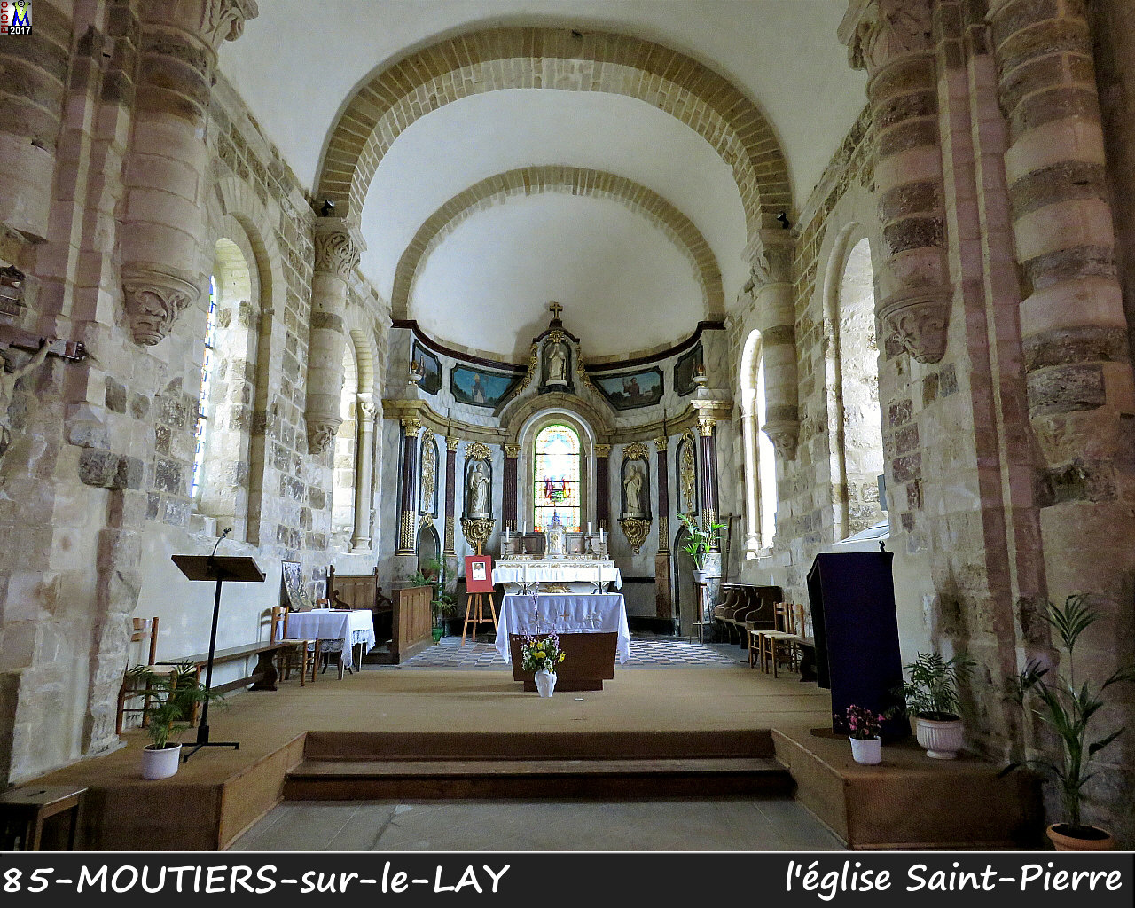 85MOUTIERS-LAY_eglise_1202.jpg