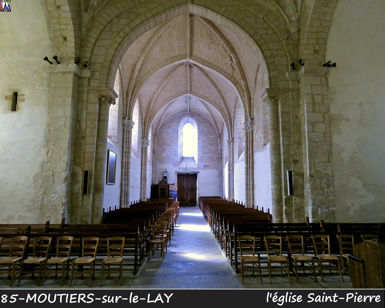 85MOUTIERS-LAY_eglise_1204.jpg