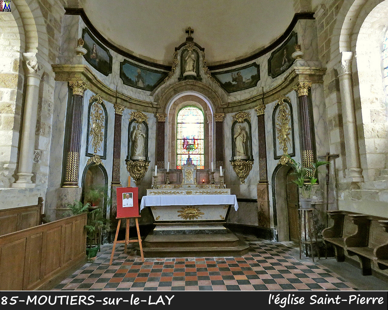 85MOUTIERS-LAY_eglise_1210.jpg