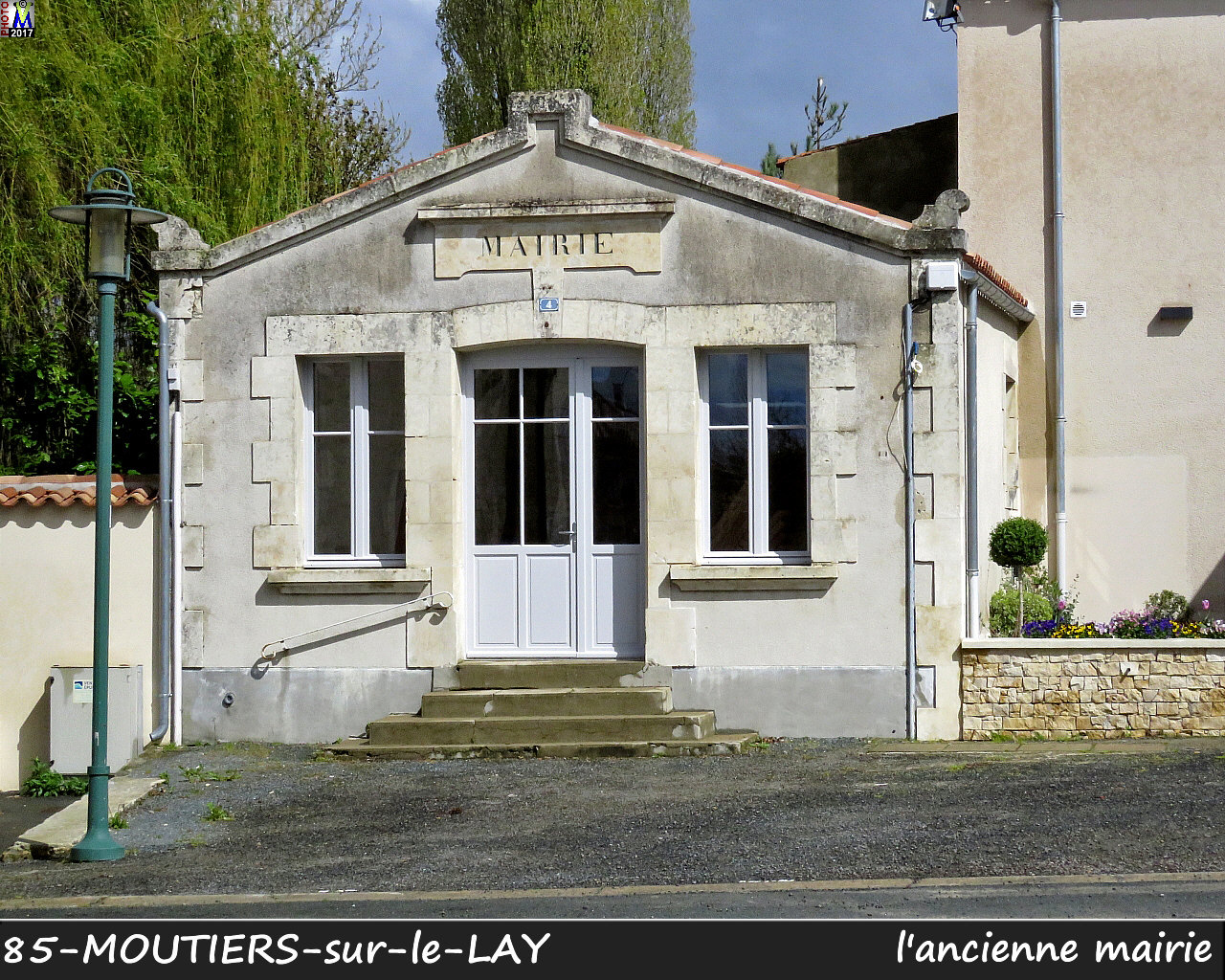 85MOUTIERS-LAY_mairie_1000.jpg