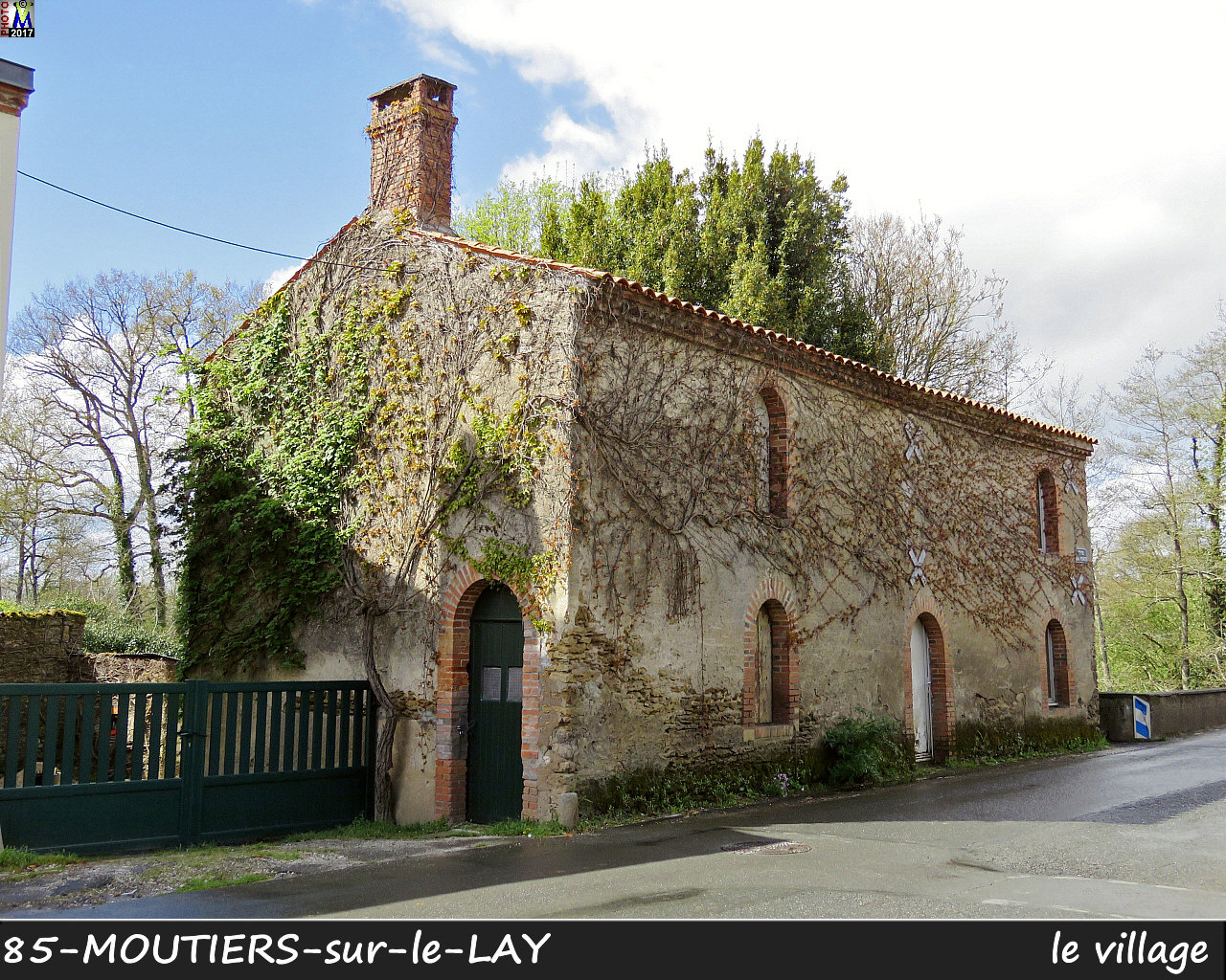 85MOUTIERS-LAY_village_1004.jpg
