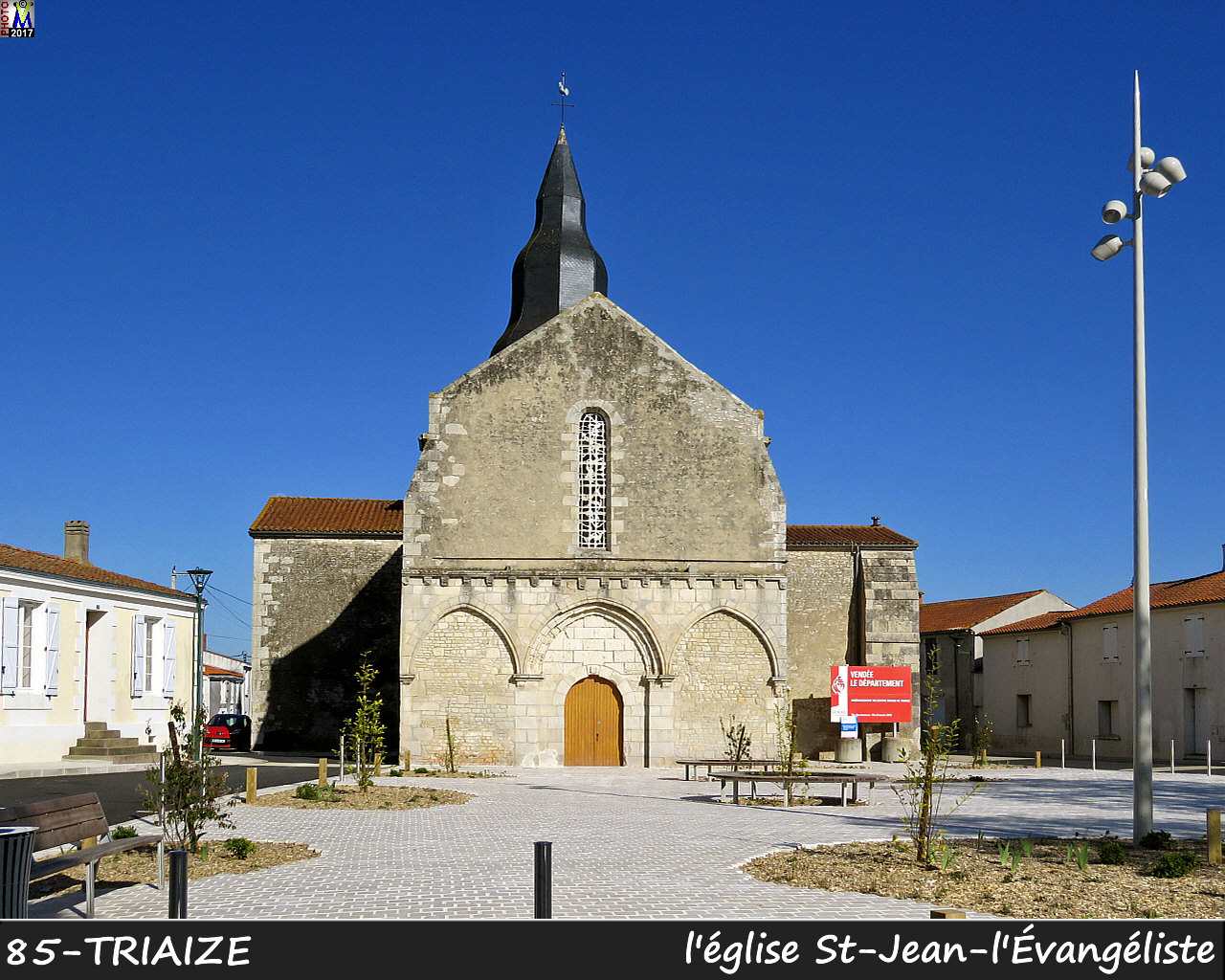 85TRIAIZE_eglise_1000.jpg